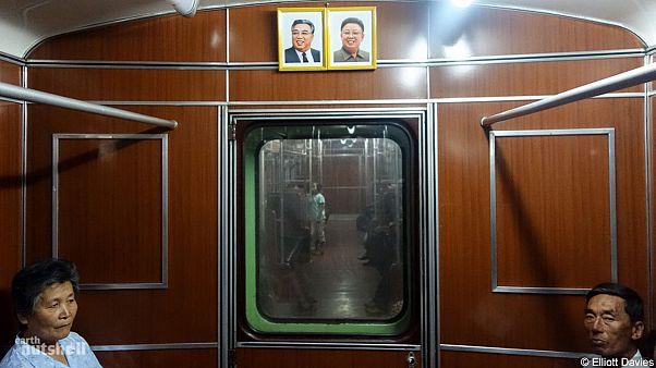 Pyongyang metrosunda bir yabancı