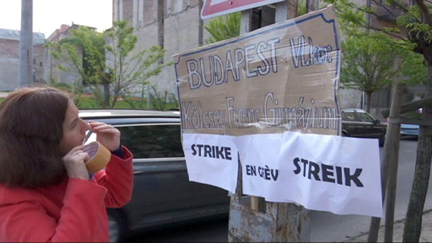 Hungary's teachers strike and give Orban 'fail' grade