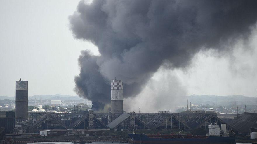 Мексика: взрыв на НПЗ выбросил токсичное облако