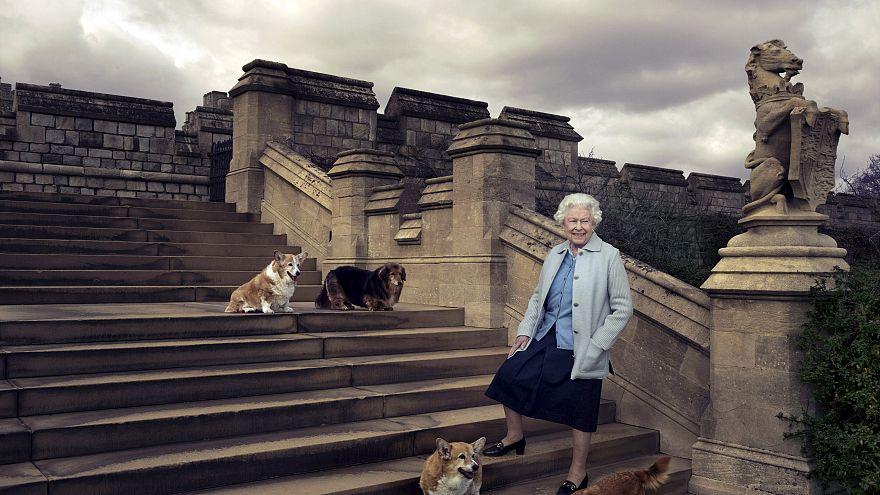 Regno Unito, la regina Elisabetta II compie 90 anni