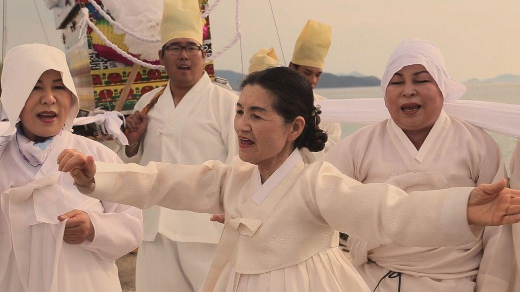 Ritual xamanista da Coreia do Sul apresentado em Budapeste e Paris