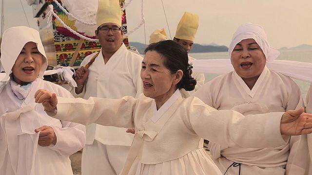 Először járt Budapesten a dél-koreai sámánszínház