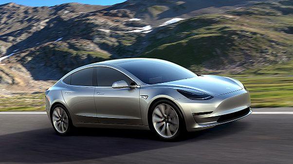 """Tesla """"selbst überrascht"""" von 400.000 Vorbestellungen für Model 3"""