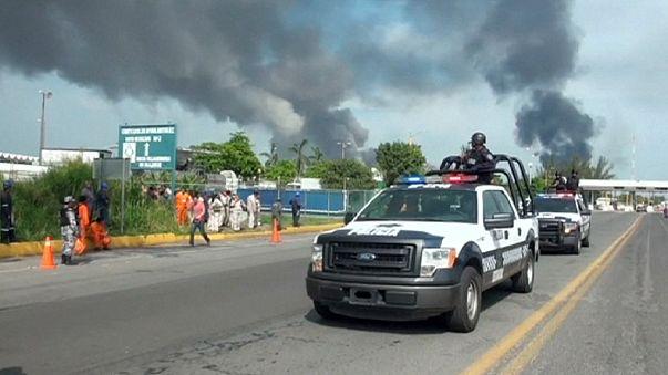 México: Sobe para 13 o número de mortos na explosão de central petroquímica
