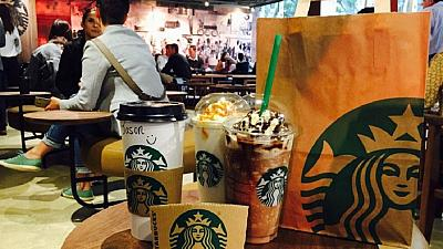 Starbucks open its first South African outlet with long queues