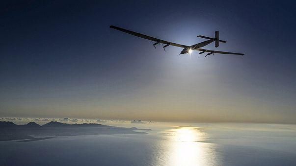 """الطائرة الشمسية """"إمبالس 2"""" تواصل رحلتها حول العالم"""
