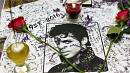 Prince fans pay tribute outside star's home in Minnesota