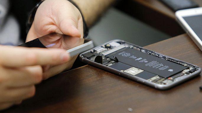 """ABD Adalet Bakanlığı Apple'a yaptığı """"şifre kırma"""" talebini geri çekti"""