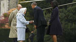 Obama rende omaggio alla Regina