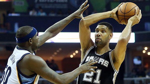 """НБА: """"шпоры"""" одной ногой в западном полуфинале"""