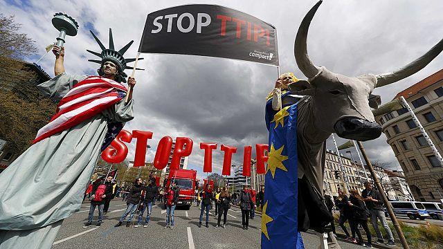 عشرات الآلاف يتظاهرون في هانوفر ضد اتفاق التبادل الحر عبر الأطلسي