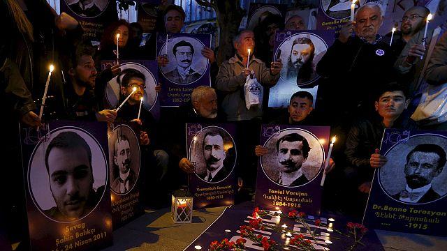 Ermenistan'da Türkiye ve Azerbaycan bayrakları yakıldı
