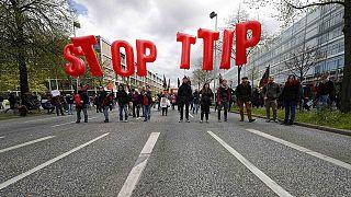 Manifestation contre le traité de libre-échange à l'occasion de la visite d'Obama
