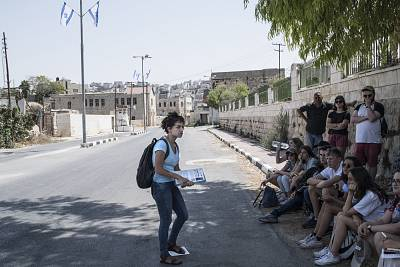 When Bethany Zaiman and four others left their Birthright tour, they joined one in Hebron run by Breaking the Silence, an anti-occupation NGO run by Israeli veterans. Shown here, Breaking the Silence tour leader Frima Bubis, a former soldier in the Israeli military, speaks with a group of Jewish students from Great Britain.