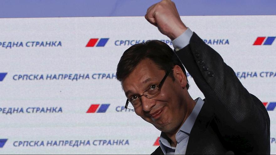 Сербия: малые партии оспаривают победу премьера Вучича