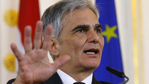 Áustria: coligação sob pressão após vitória da extrema-direita na primeira volta das presidenciais