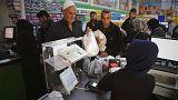 Сирийские беженцы в Турции получают предоплаченные карты на еду
