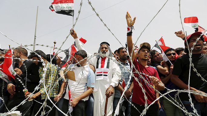 العراقيون من مختلف الطوائف يتظاهرون في بغداد للتنديد بالفساد