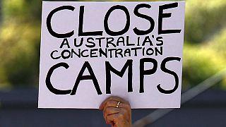 Jogellenes az Ausztráliába tartó menekülők fogva tartása Manus-on