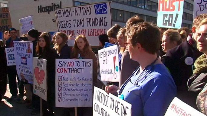 Sztrájkolnak az angol rezidensek