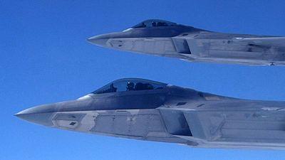 El Pentágono enseña los dientes de sus F-22 a Rusia en el Mar Negro