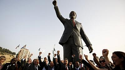 Johannesburg presents Mandela statue to Ramallah in Palestine