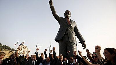 Johannesburg presents Mandela statue to Ramallah in Palestine