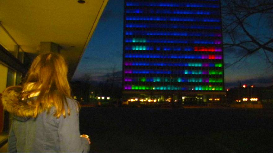 Tetris auf Kieler Hochhausfassade