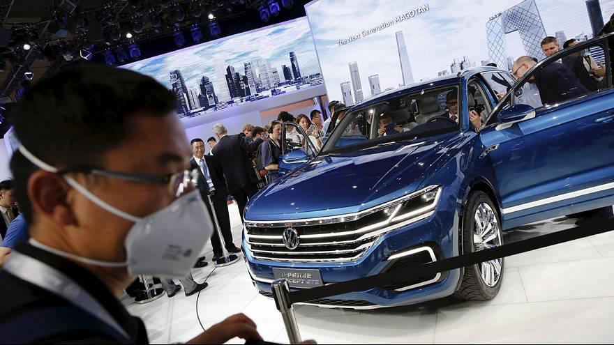التلاعب بانبعاثات السيارات يلقي بظلاله على صناعة السيارات