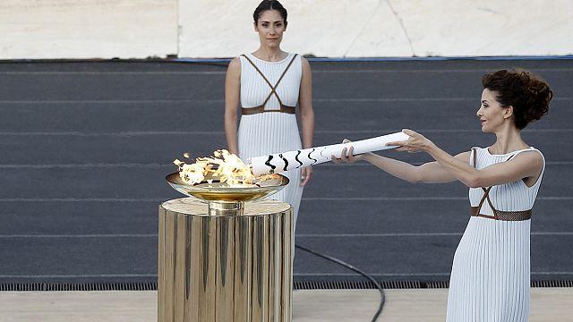 Olimpiyat ateşi Yunanistan'dan Brezilya'ya geçti