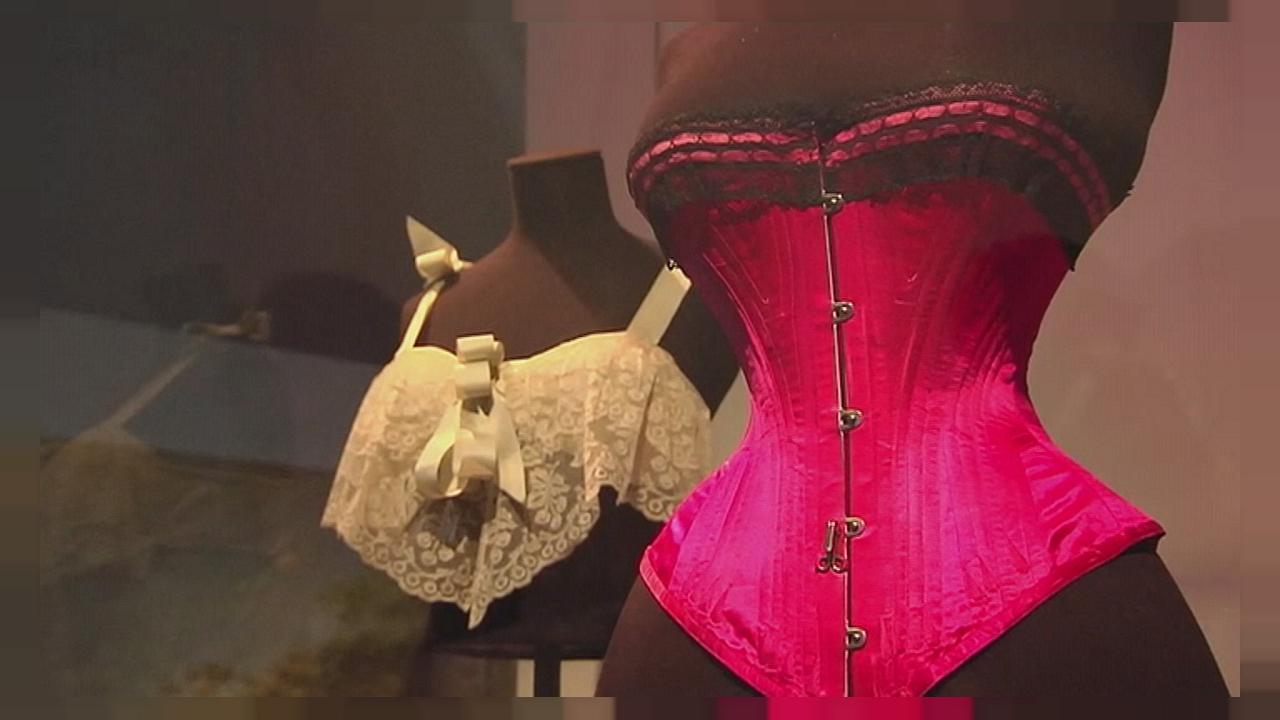"""Undressed"" : le Victoria and Albert Museum déshabille les femmes"