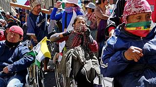 Bolivya: Polis devlet yardımlarının artırılmasını isteyen engelli vatandaşa göz yaşartıcı gaz sıktı