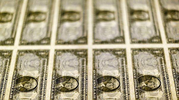 Dollar stark, Schwellenländer schwach, US-Wachstum stockt