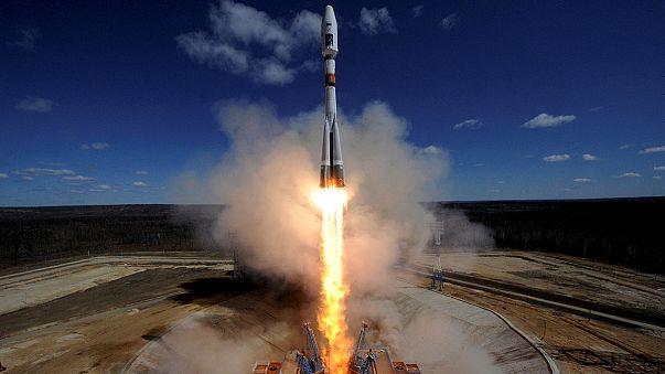 روسيا تطلق أول صاروخ فضائي من منصة جديدة