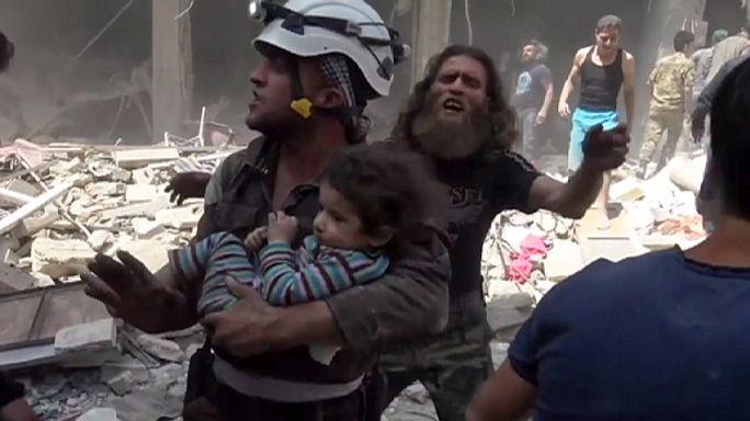 Kórházat és lakóépületet bombázott a szíriai hadsereg Aleppóban