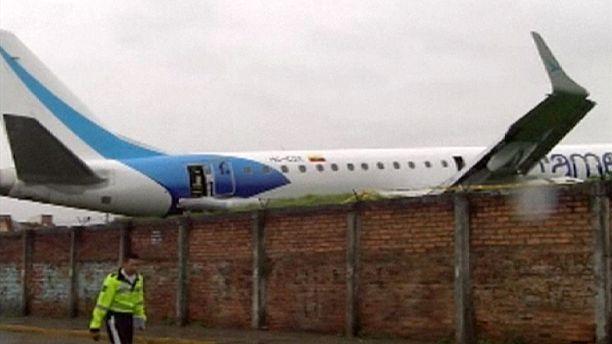 Plane skids off runway in Ecuador