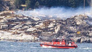 Norveç'te işçileri taşıyan helikopter düştü
