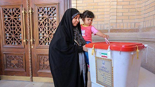 إيران: بدء الإقتراع للدورة الثانية من الانتخابات التشريعية