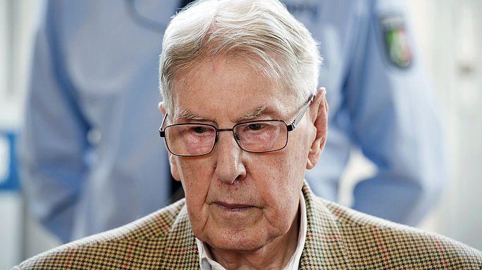 الحارس السابق في معسكر أوشفيتز في ألمانيا رينولد هانينج يعتذر رسميا لأهالي ضحايا معسكر التعذيب النازي.