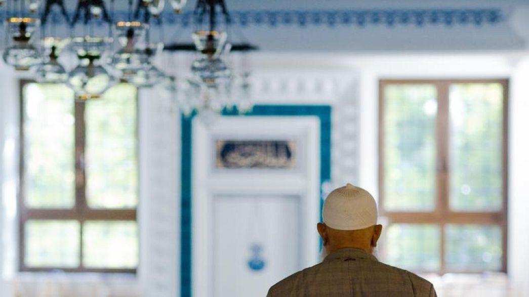 "Germania: ""Sotto controllo le moschee"", dice Kauder della Cdu, Merkel contraria"