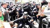 محتجون مناهضون لترامب يقطعون طريقه لحضور مؤتمر انتخابي في كاليفورنيا