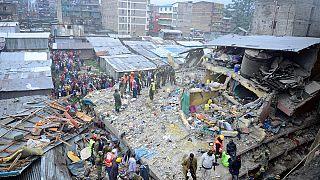 Carrera contrareloj para rescatar a las posibles víctimas tras el derrumbe de un edificio en Nairobi