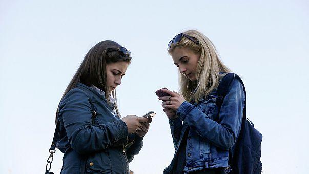 Csökkennek a roaming díjak