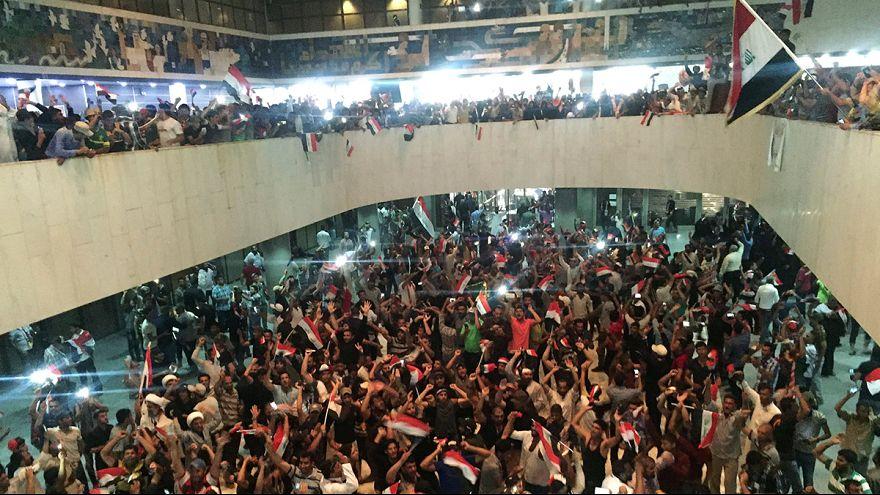 Cientos de seguidores de al-Sadr entran en el Parlamento iraquí