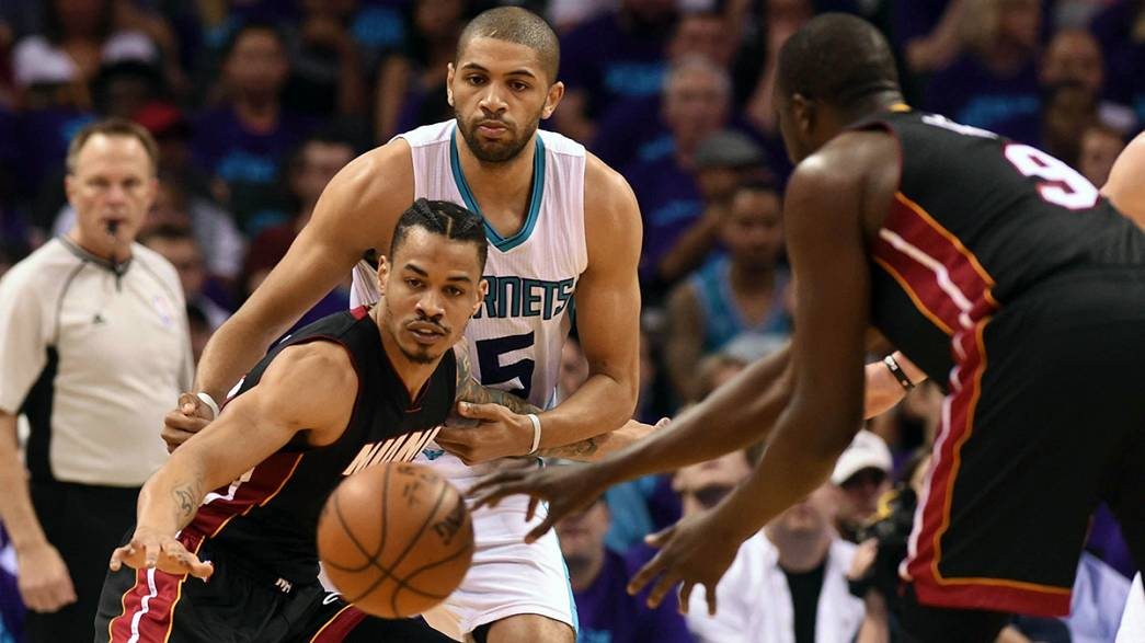 NBA: Wade porta gli Heat a gara-7 contro gli Hornets