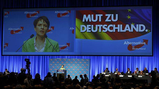 Tüntetők gyűrűjében üléseznek a német radikálisok