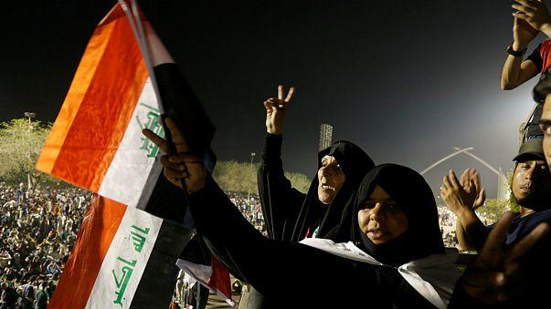 """Termina la toma del Parlamento iraquí mientras Muqtada al Sadr se une a la """"revolución del pueblo"""""""