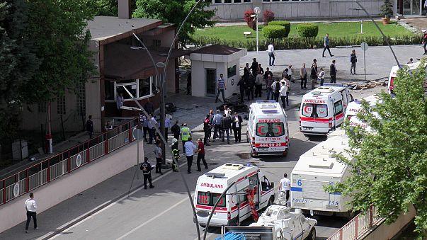 Turkey: Police officers killed by deadly car bomb near Syria border