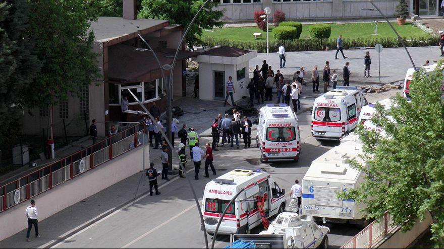 Gaziantep'te emniyet binasına bombalı saldırı