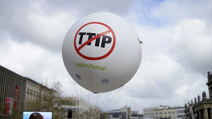 Greenpeace: az USA nyomást gyakorol Európára